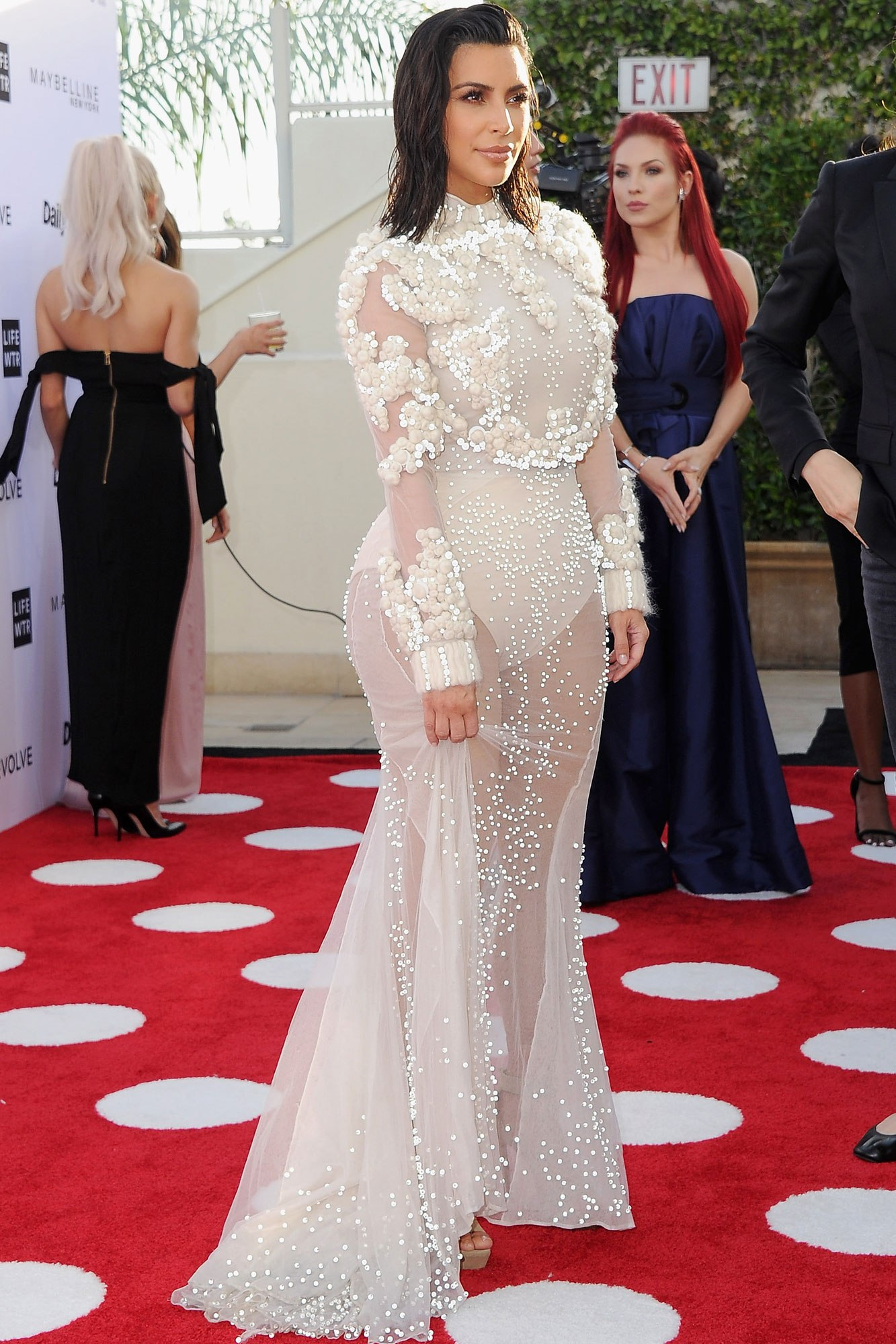 kim kardashian red carpet dress photo - 1