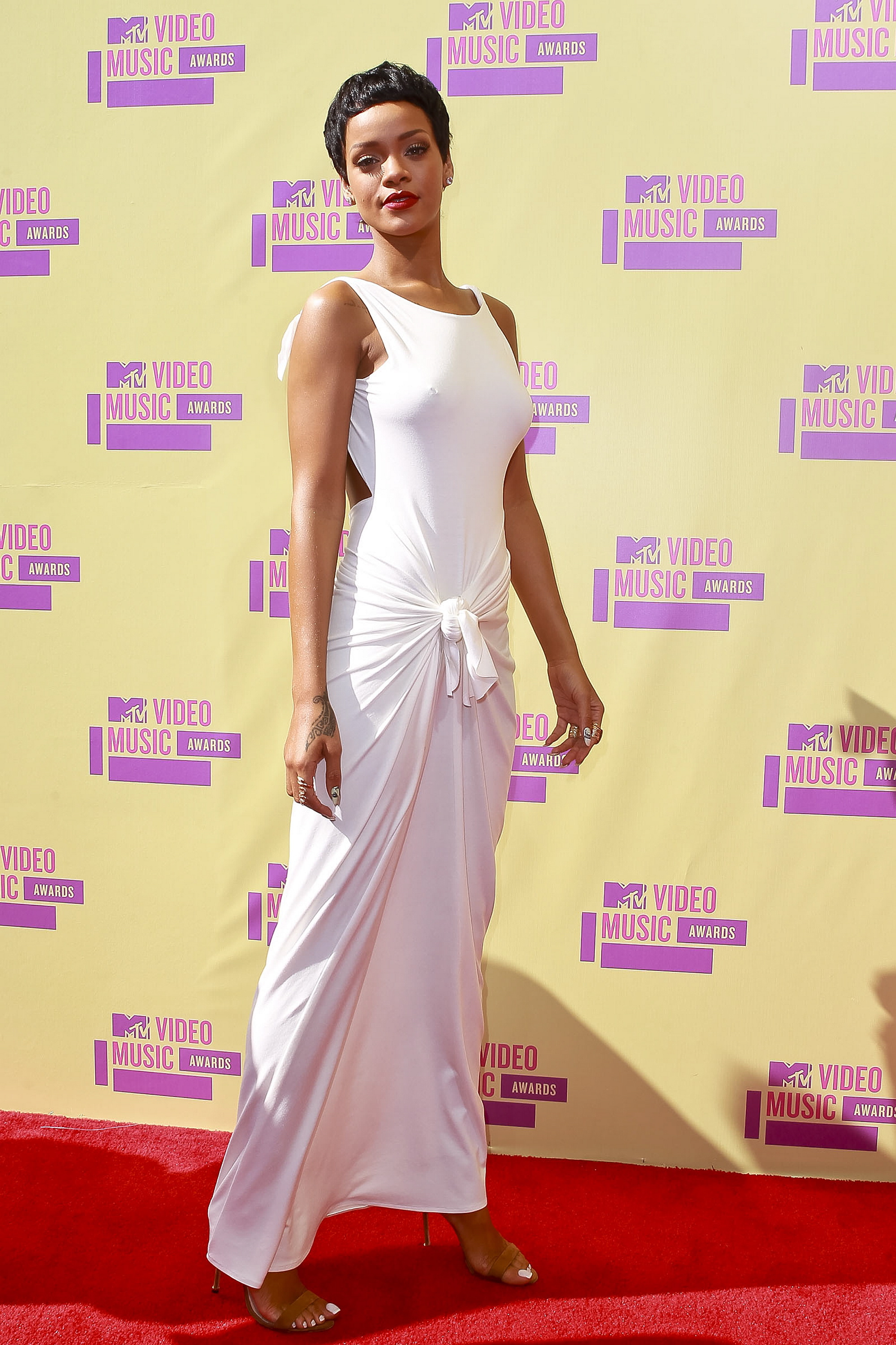 rihanna red carpet dress photo - 1