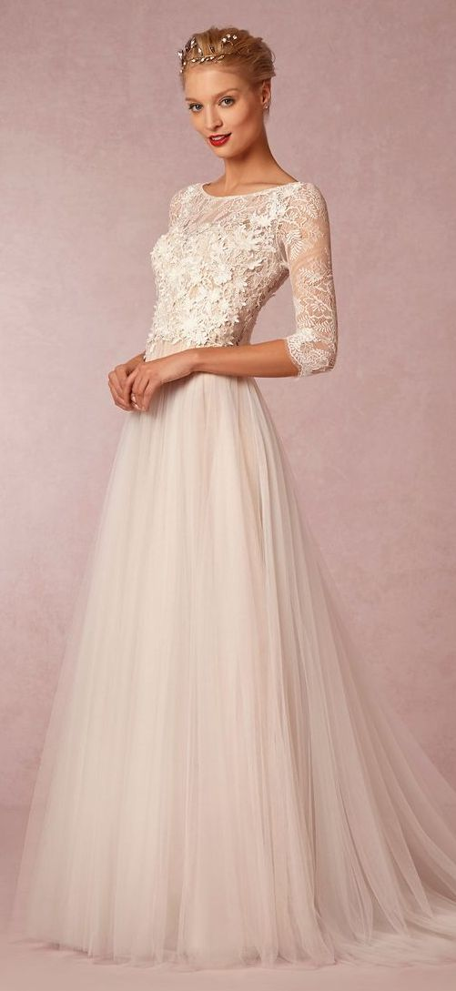 sleeved evening dress photo - 1