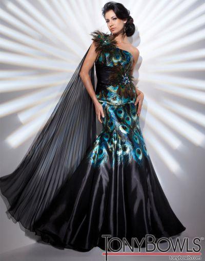 feather evening dress photo - 1